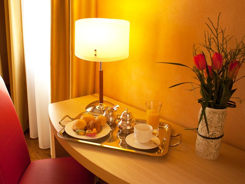 Camera matrimoniale hotel conegliano villa maternini for Prezzo camera matrimoniale