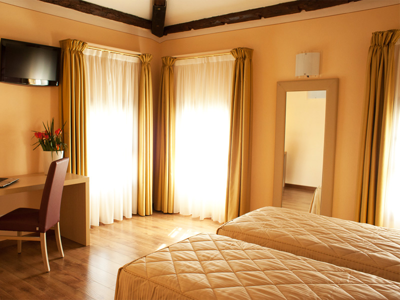 Camera matrimoniale hotel conegliano villa maternini - Camera matrimoniale romantica ...
